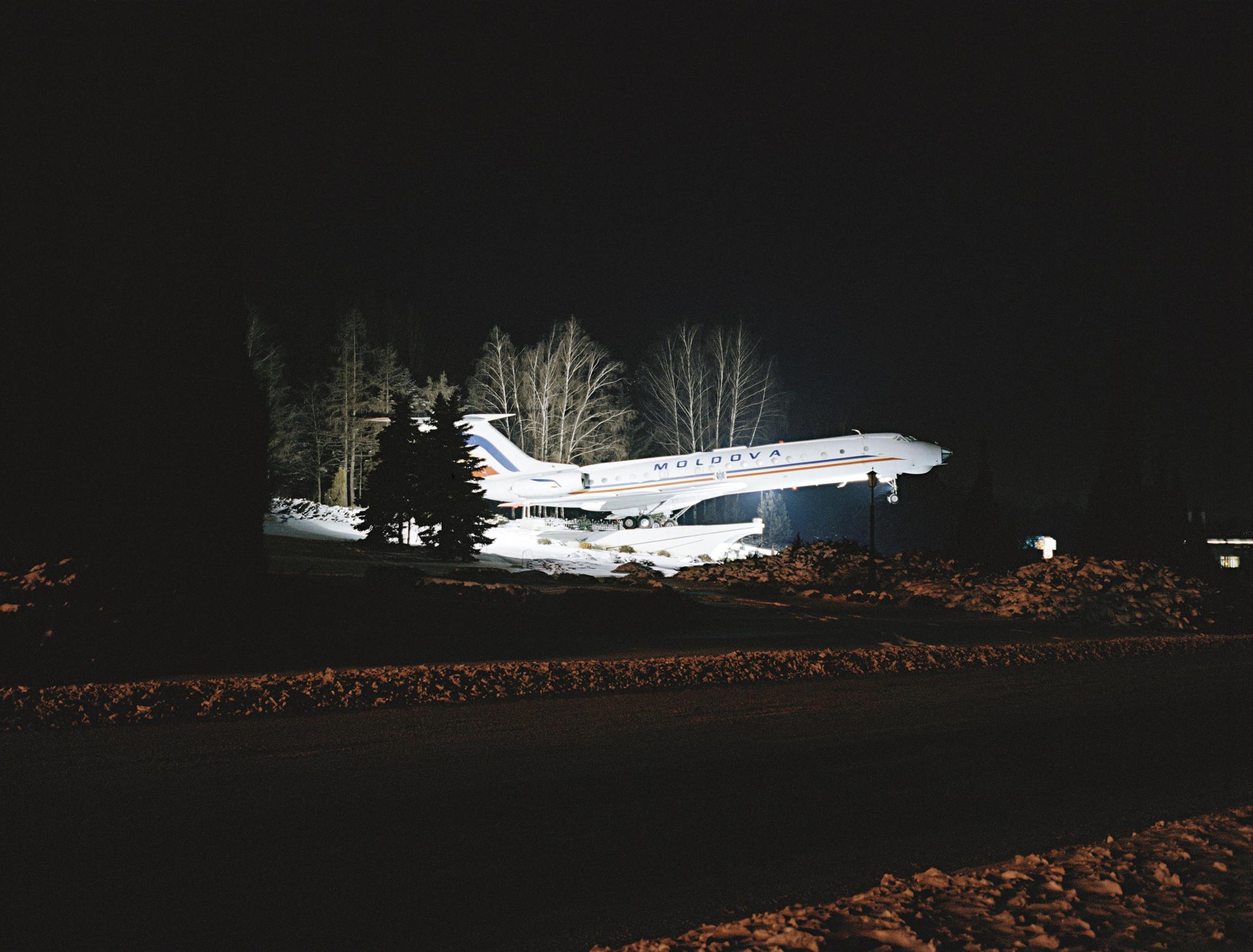 Flugzeug, aus der Serie Land ohne Eltern