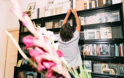 """""""Ich baue an einer Bibliothek"""" – Christian Reister im Gespräch mit Josef Chladek über sein Virtual Bookshelf"""