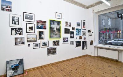"""""""Wenn jemand die Galerie in einer anderen Stimmung – hoffentlich positiver – verlässt als er reingekommen ist, dann bin ich happy!"""" – Jens Pepper im Gespräch mit Michael Biedowicz von 'pavlov's dog'."""